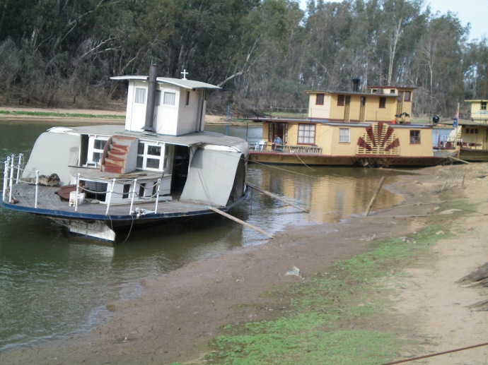 Murray River appeared very low at Echuca Port May 2013