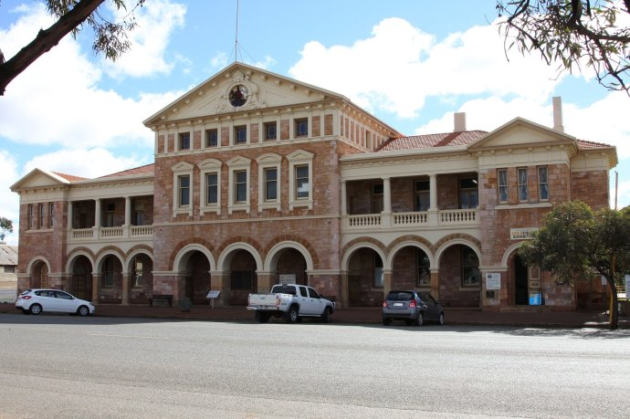 Coolgardie Visitor Centre - Old Courthouse Building