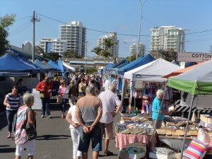 Crowds at the Cotton Tree Market