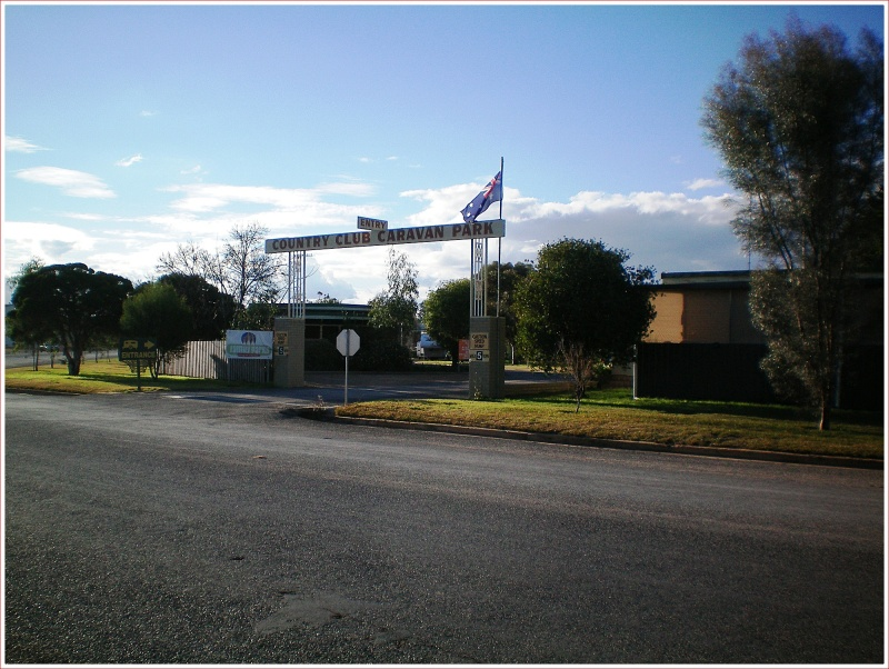 Country Club Caravan Park in Forbes