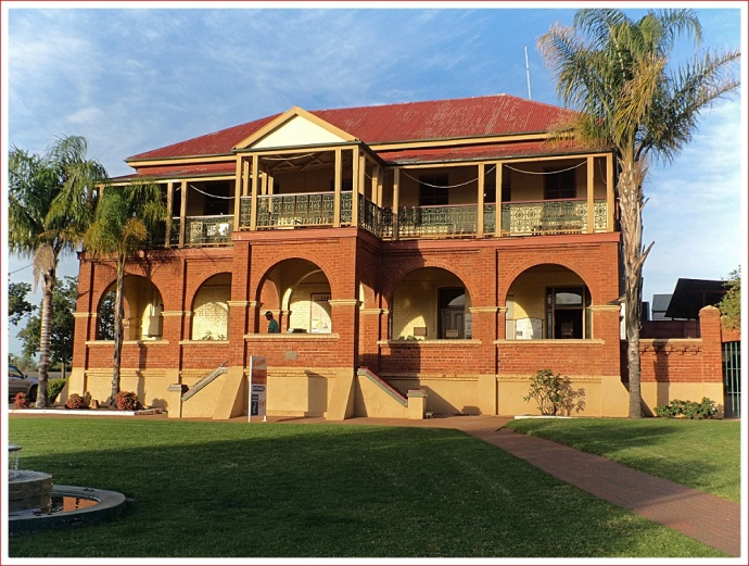 Cobar Visitor Information Centre and Heritage Centre