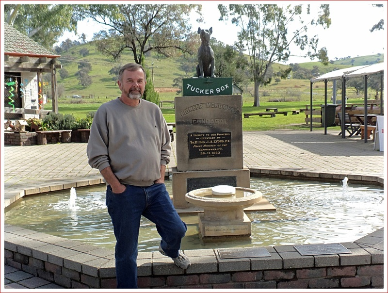 Dog on the Tuckerbox monument in Gundagai, unveiled in 1932