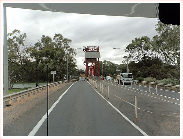 The bridge to Renmark.