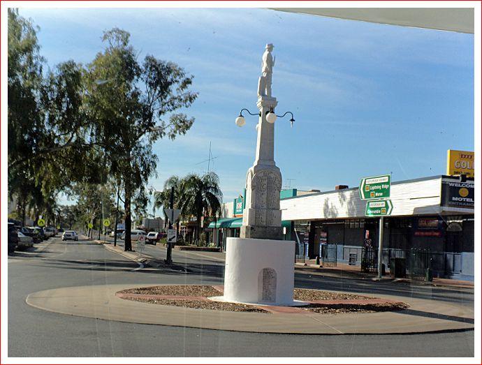 Statue at Walgett